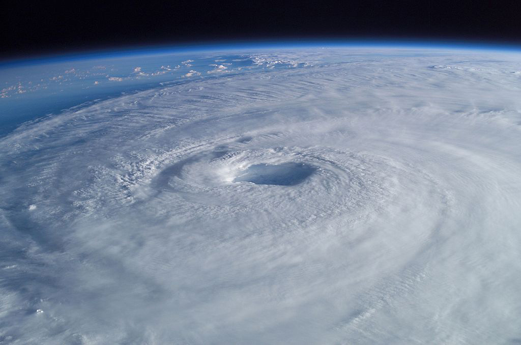 1024px-Hurricane_Isabel_from_ISS_prog